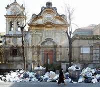 Rifiuti per le strade: ormai la situazione si ripropone periodicamente in molti paesi della Campania, principalmente nelle province di Napoli e Caserta